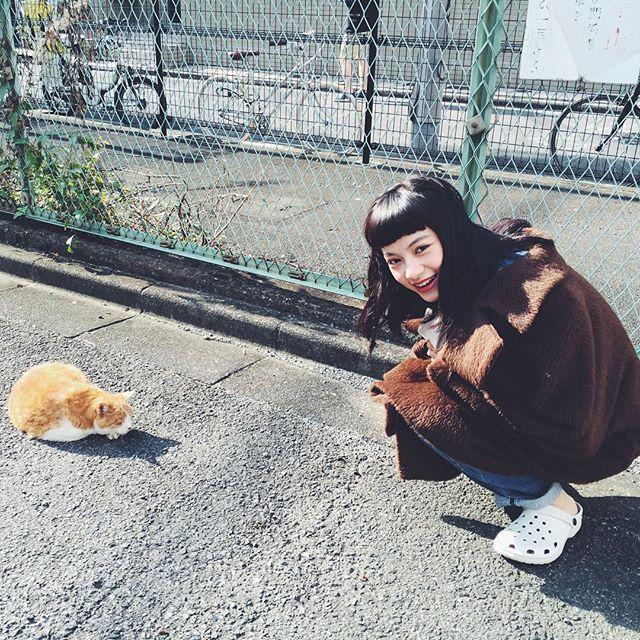 ネコとピピ。 #オフショット #2月号にはピピちゃんたくさん登場だよ #soupmagazine #ピピ #pipi#ピピ#ヤオアイニン #pipi#姚愛寗#共犯 #台湾 #女優 #soupmagazine #撮影#猫 #cat