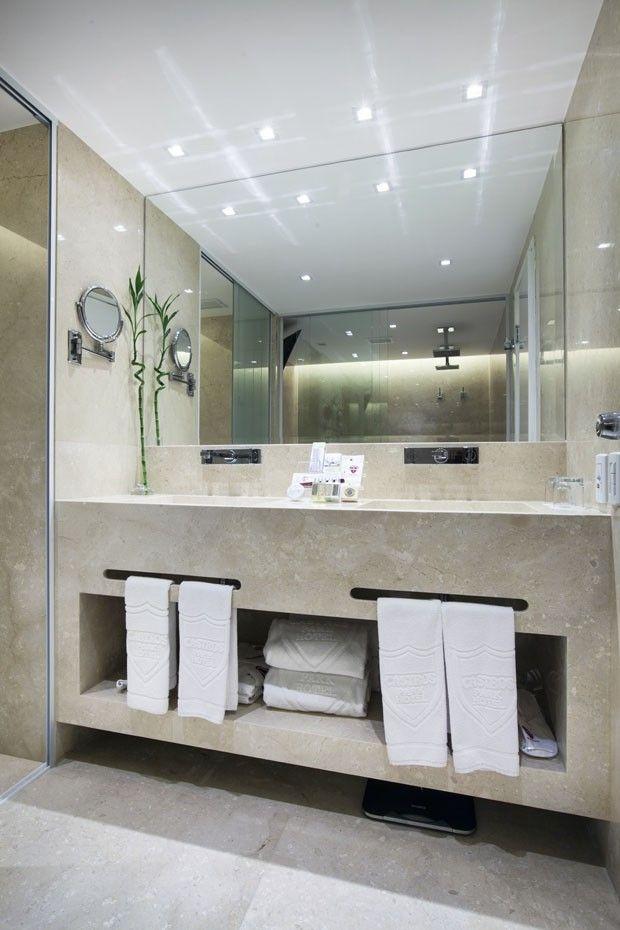 Reforma Suíte presidencial Castro's Park Hotel / Andre Lenza Arquitetura #bathroom #lighting