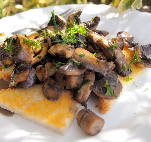 Lavender and Lovage | Weekly Meal Plan and a New 5:2 Diet Recipe for Fast Days – Creamy Garlic Mushrooms on Toast (190 Calories) | http://www.lavenderandlovage.com