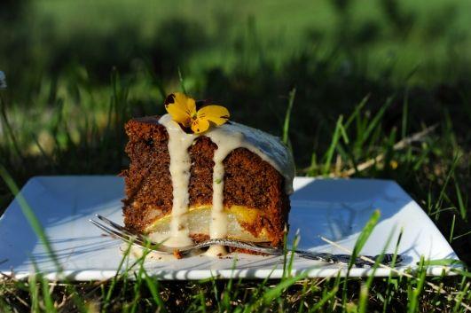Шоколадный пирог с грушами и ванильно-грушевым кремом