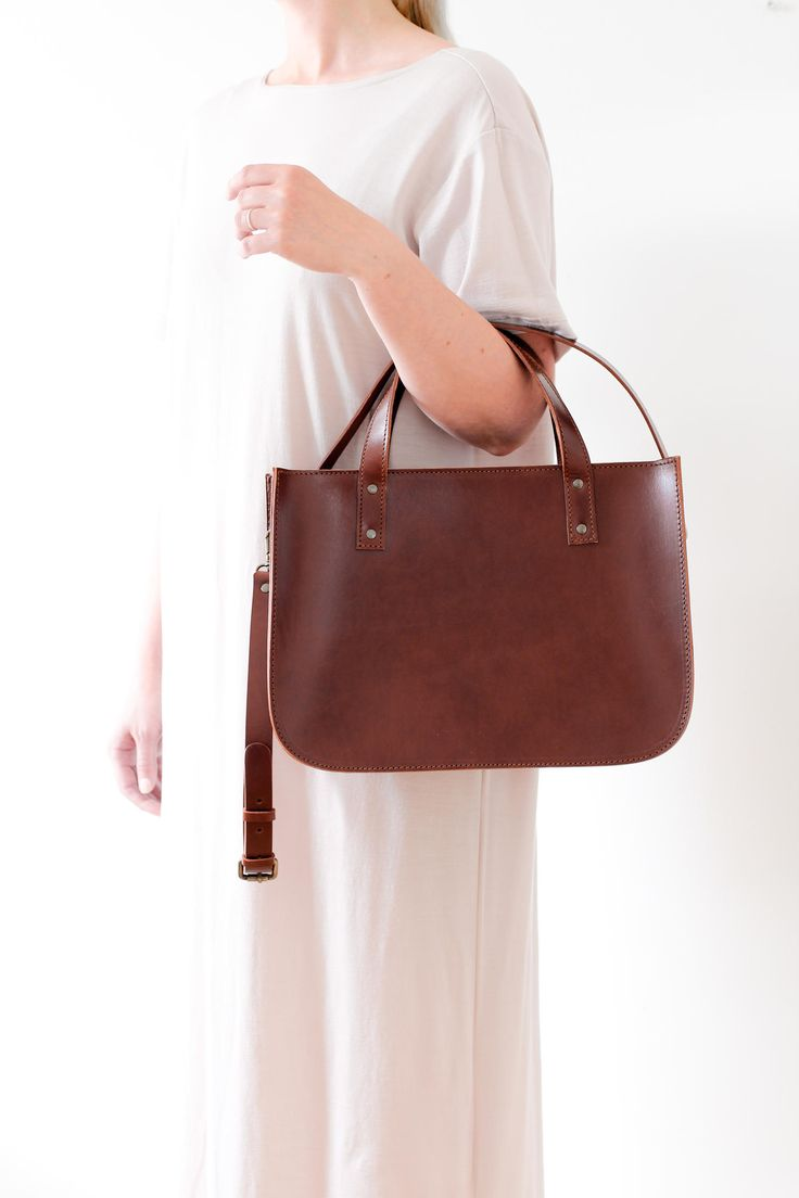 Outfit inspiration featuring the OTTO tote bag in brown! Minimalistic unisex tote bag that fits your laptop and files in style. Handmade from vegetal tanned leather.