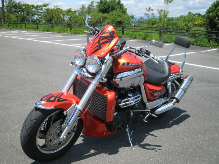 2006 TRIUMPH ROCKET3 Age41. RUNE is a grate machine but quiet.I wanted machine aggressive wild more.Monster machine that TRIUMPH was released.ROCKET3. I was surprised to know more.Big power and accelation force of superdreadnought.Interesting.Refreshing.Enjoy.