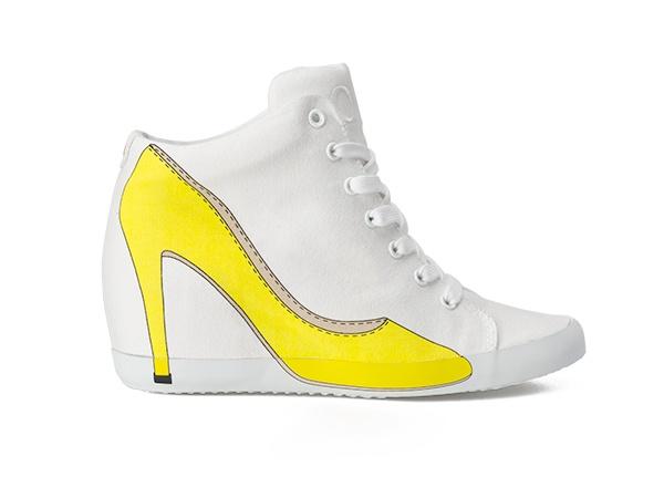 EVA WEDGE 51 - Scarpa sportiva alla caviglia in canvas di cotone melange e suola in gomma con tacco interno. Sul lato esterno la stampa della silhouette di una decolletè. #sneakers #olofashion #shoes