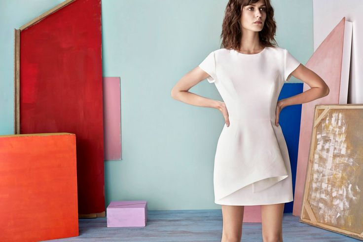MINI SIMA DRESS IN WHITE WITH ADDITIONAL PLEAT