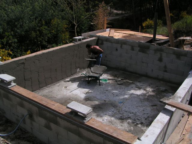 La construction de piscine debordement guide de for Colle pour liner piscine