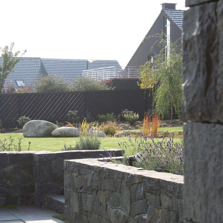 opěrné zídky a schodiště z čediče / retaining walls and stairs of basalt