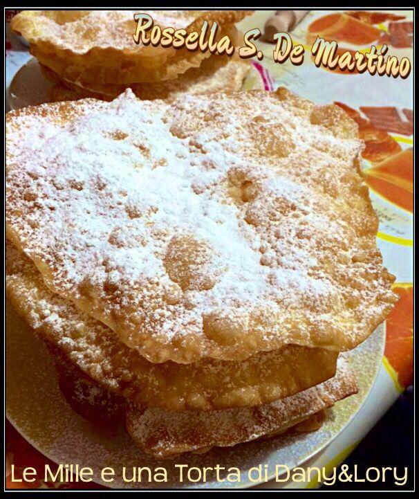 CHIACCHIERE SVIZZERE – Fasnachtschüechli RICETTA DI: ROSSELLA S. DE MARTINO Ingredienti: 25gr burro 3 uova 75 ml panna da cucina 2 cucchiai di zucchero Scorza grattugiata di limone 1 pizzico di sale 320gr farina Olio per friggere Procedimento: Sbattere insieme la panna con le uova, lo zucchero, la buccia di limone, e il sale. Nel…