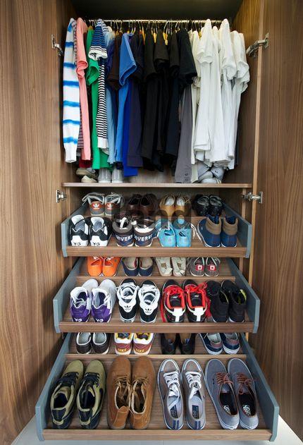 Dışarı çıkarken her şey elinizin altında. http://www.land.com.tr/giyinme_odasi.asp