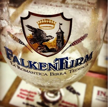 Grazie @sdrol che ci hai regalato questa bella bevuta! ;) #birra #Falkenturm #beer
