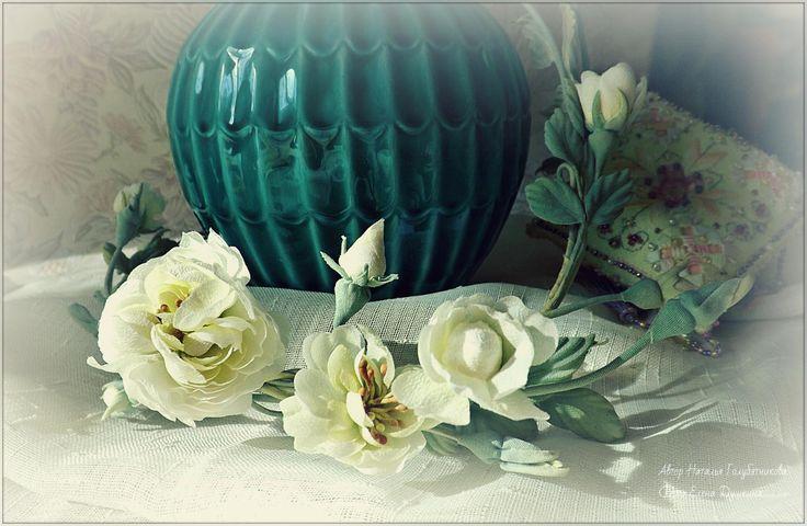 Веночек с петельным креплением удачно подчеркнет прическу невесты. С помощью ленточки он может служить пояском к нарядному платью.