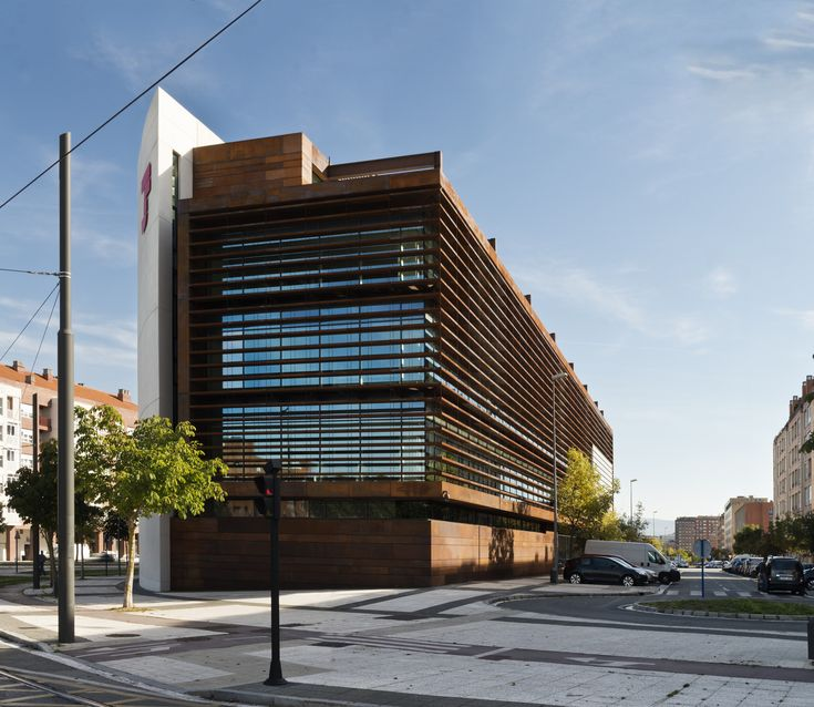 Офисное здание в городе Витория,© КС фотографическое искусство