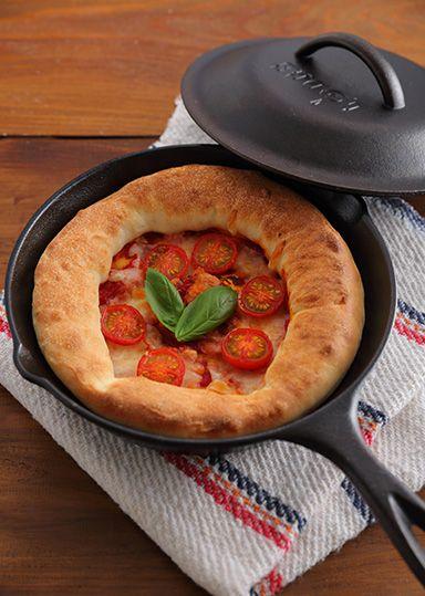 LODGEスキレットで作るピザマルゲリータ のレシピ・作り方 │ABCクッキングスタジオのレシピ | 料理教室・スクールならABCクッキングスタジオ
