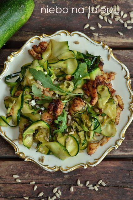 Łatwy i szybki do przygotowania kurczak z cukinią i prażonym słonecznikiem, obiad i kolacja fit, odchudzanie, dieta, po treningu