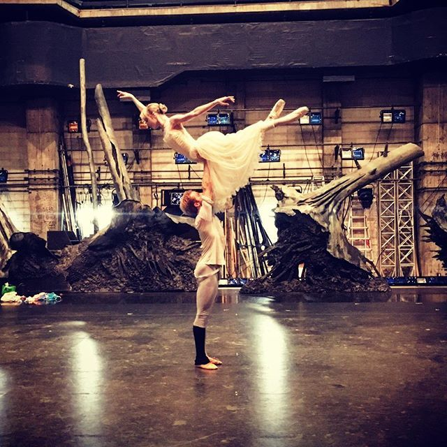 Last Giselle rehearsal with the beautiful Sarah Lamb before our performance tomorrow in Tokyo 😀  #stevenmcrae #sarahlamb #pasdedeux #giselle #partnership #japan #tokyo #royalballetjapan #ballet #dance #maledancer #ballerina #lift #rehearsal #performance #behindthescenes #picoftheday @instagram @instagramjapan @royaloperahouse