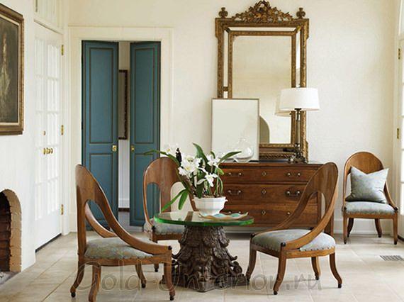 Синие двери в классическом интерьере