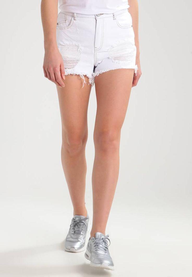 Missguided. SINNER - Szorty jeansowe - white. Materiał:100% bawełna. długość:bardzo krótka. wewnętrzna długość nogawki:7 cm w rozmiarze 36. zapięcie:ukryty zamek błyskawiczny. Struktura/rodzaj materiału:denim. Wskazówki pielęgnacyjne:pranie rę...