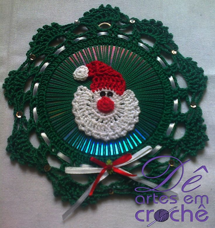 Natal Decoração - Guirlanda em Crochê com base de CD. by Dê Artes em Crochê.http://www.elo7.com.br/guirlanda-de-croche-com-cd/dp/58C2DF