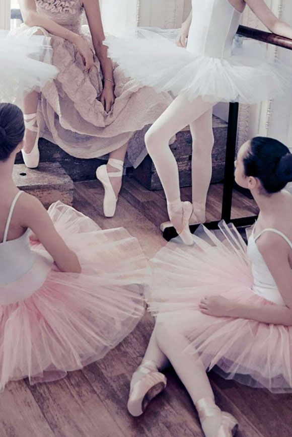 Sarah-Murdoch-by--Steven-Chee-for-Vogue-Australia-August-2014-3