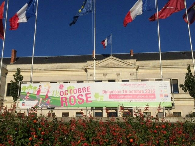 """""""Octobre rose"""" : prévention contre le cancer du sein à Angers."""