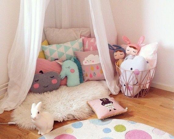 Para quem busca ideias para decorar o quarto de menina ou só explorar e se inspirar, veja essa seleção de quartos dos sonhos e dicas para criar um também! - Veja mais em: http://www.vilamulher.com.br/decoracao/decoracao-e-design/quarto-de-menina-veja-uma-selecao-de-quartos-dos-sonhos-m0115-698261.html?pinterest-destaque