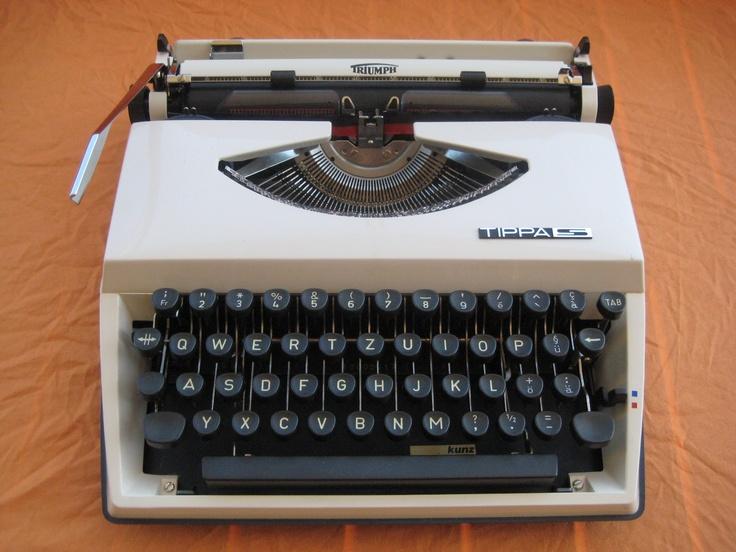 les 1926 meilleures images du tableau vintage typewriter sur pinterest machines crire. Black Bedroom Furniture Sets. Home Design Ideas