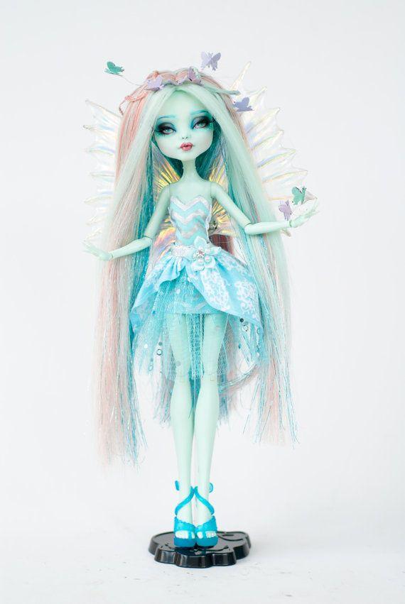 Flutter One of a kind Monster High Frankie by ColourToTheBone