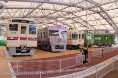 大の鉄道好きな僕がおすすめするお出かけスポット京王れーるランドを紹介するよ 階では遊びながら鉄道の仕組みを学べるようになっていて階には子ども達が自由に遊べるスペースがあるよ 僕が一番見て欲しいのが屋外の展示スペース 2400形とか5000系3000系6000系などの往年の名車両が展示されているんだ 僕なら1日中ここにいれるくらいだね tags[東京都]