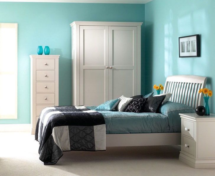 Las 25 mejores ideas sobre dormitorios azules aguamarina for Dormitorio verde agua