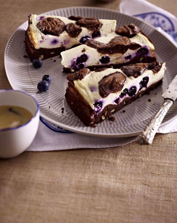 Unser beliebtes Rezept für Käsekuchen-Brownies mit Heidelbeeren und Soße und mehr als 55.000 weitere kostenlose Rezepte auf LECKER.de.