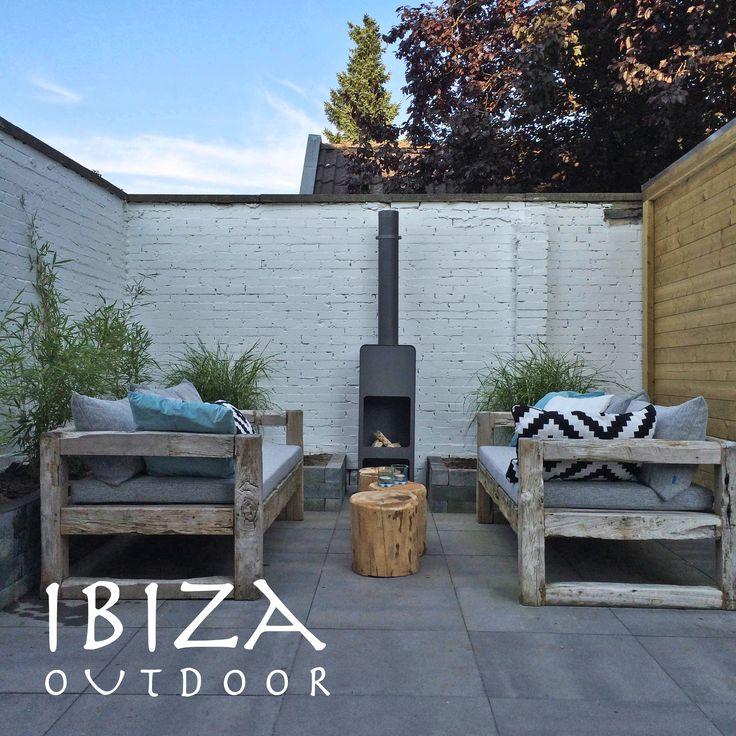 Leuke foto ontvangen met de ibiza lounge set in Velp, erg leuk komen te staan in deze stoere achtertuin! bij interesse mail naar ibizaoutdoor@gmail.com ook voor een afspraak in de loods. gr Mees