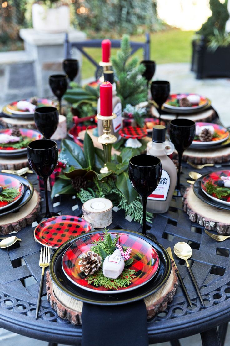 14 Festive Holiday Tablescapes to Inspire You