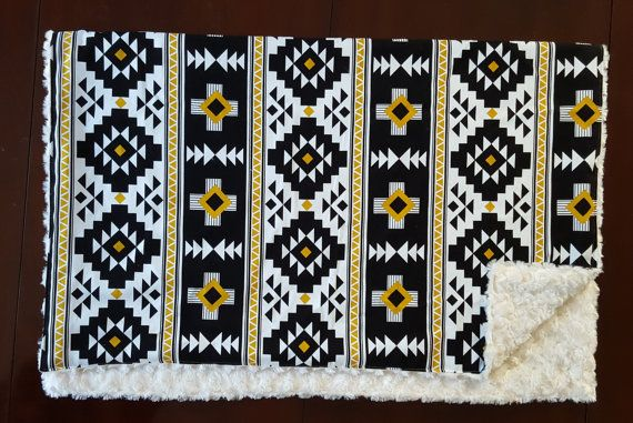 Couverture de Tribal aztèque bébé literie, Tribal noir de couverture de bébé, or Navajo Blanket sexe neutre doudou en tissu minky Ivoire, literie bébé,