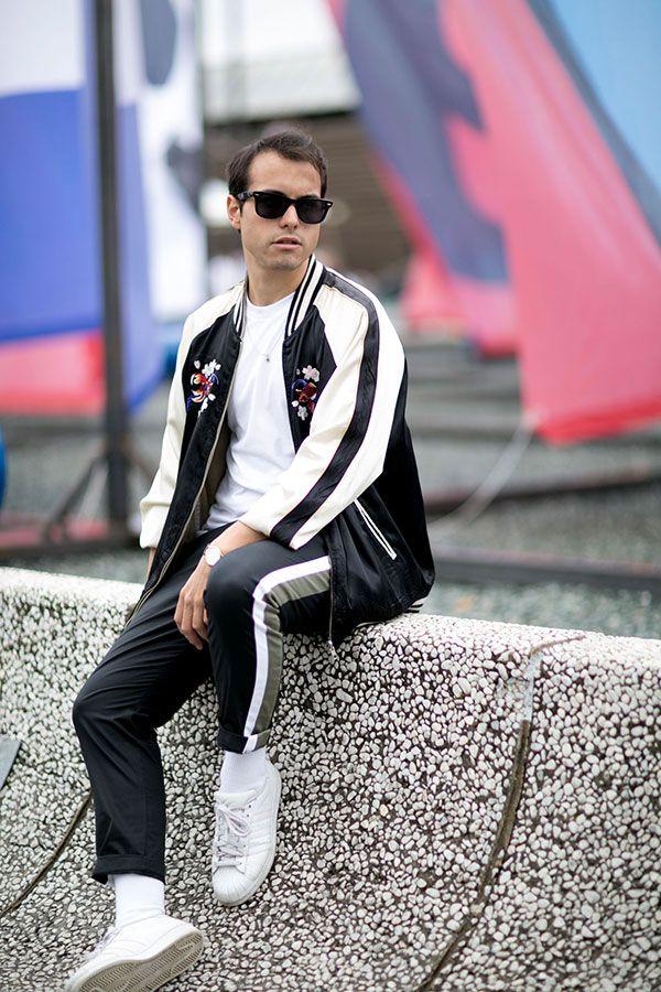 黒白スカジャン×白Tシャツ×黒サイドラインパンツ×adidasスーパースター全白