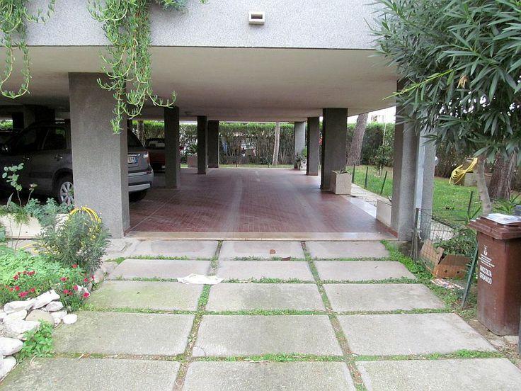 Posto auto coperto http://www.immobiliarepineto.it/appartamenti-trilocali-3-locali-/scerne-di-pineto-trilocale-con-posto-auto.html
