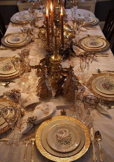 .Now this is what I would like to do in my formal dining room! The gold is beautiful.