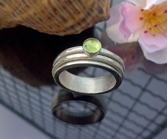 Handmade  spinner ring peridot and sterling silver by TommyDark