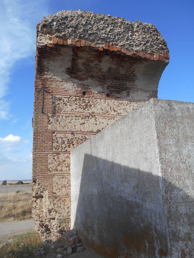 Torre albarrana con bóveda de cañón.