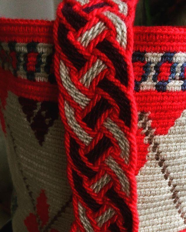#plysplitbraiding #wayuu #wayuumochila #bag #çanta #handmade #elişi #çanta #kemer #wayuubags #wayuubag #wayuumochilas #color #colors #mor #ekru #pembe #pink #peronihandmade #peroni #nesilineli #tığişi #tığ #handmade #handbag #istanbul #trend #moda #red #kırmızı