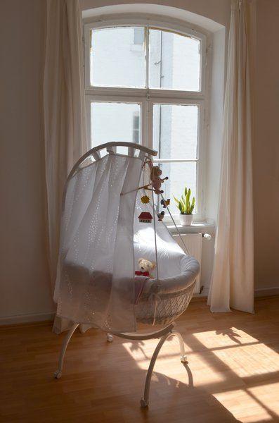die besten 17 ideen zu wiege baby auf pinterest wiege. Black Bedroom Furniture Sets. Home Design Ideas
