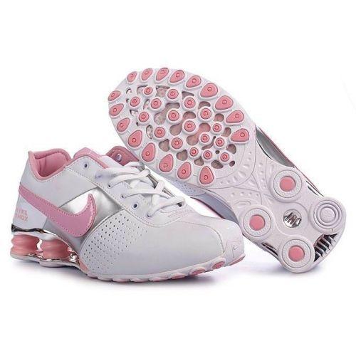 Nytt år, ny motivation och ett behov av nya träningskläder? Surfa in på Nike store och få 10% rabatt på redan rabatterade priser via Kampanjjakt: http://www.kampanjjakt.se/rabattkod/nikestore.php