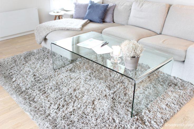 stue stua sofa teppe gåser ikea flossteppe grått grå kivik glassbord stuebord lys vinter 2015 tegner planlegger interiør interior dekorasjon pynt lys dag