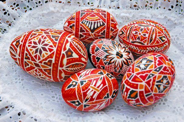 Velikonoční kraslice (Czech Republic). Wax-resist method of egg (Pysanki) painting.