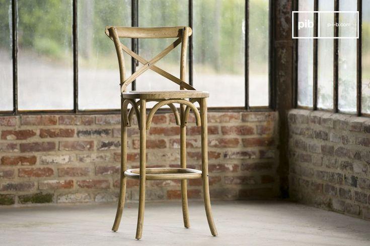 La sedia da bar Pampelune è caratterizzata da un marcato stile retro. Questa sedia conferirà ai vostri interni un tocco romantico pieno di charm.
