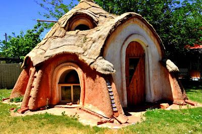 earth home (if I could cross this with a container house and n earth ship and solve the water issue of high desert living I'd sleep smiling)