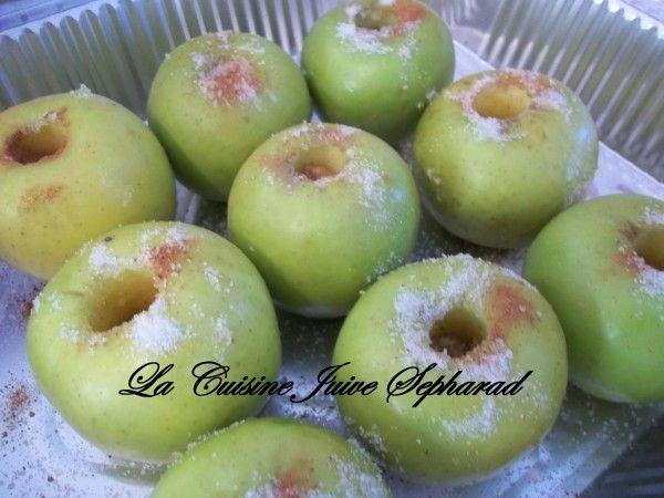 """בס""""ד Kikou !!! Petite dedicace speciale !!! Les pommes goldens ici sont vertes, mais on les differencie quand meme de la granny smith. On s`etait regale avec ces pommes au four qui me rapelle ma tres chere amie de Cannes, ma Sultana !!! Tu me manques..."""