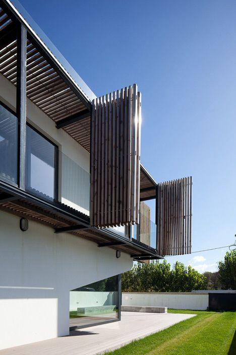 Adjustable balcony animates the facade of E348 Arquitectura's Miramar House