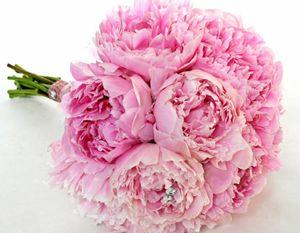 Rosa pioner, Sarah Bernhard http://holmsundsblommor.blogspot.se/2011/06/brudbukett-med-rosa-pioner.html