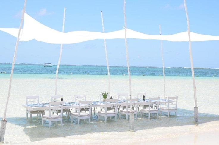 Déjeuner dans le lagon. #Mauritius