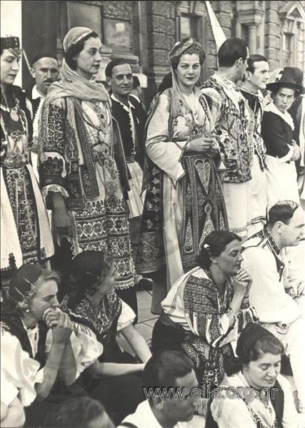 Σχολή Ορχηστικής Τέχνης Κούλας Πράτσικα. Τόπος Βιέννη (Αυστρία) Χρονολογία 1937 Αρχείο/Συλλογή ΚΑΤΣΕΛΗΣ, ΠΕΛΟΣ και ΚΑΤΣΕΛΗ, ΑΛΕΚΑ Περιγραφή Μέλη της ομάδας. Διακρίνεται η Αλέκα Κατσέλη