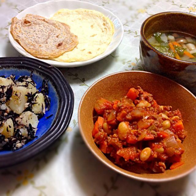 今日は来月の料理教室に向けてメキシコ料理に挑戦  チリコンカン メキシコ風スープ トルティーヤ ジャガイモとひじきのサラダ  トルティーヤは4パターン作ってみました。 - 9件のもぐもぐ - 晩御飯 by comsmiwa